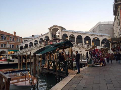Just managed to squeeze in a glimpse of Rialto bridge in daylight